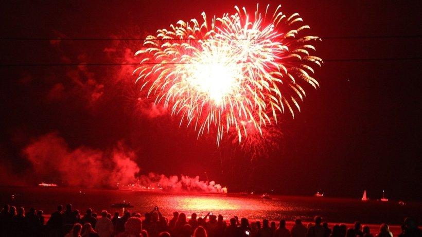 """Красочным фейерверком над Северной Двиной завершилось празднование юбилея """"Дервиша""""."""