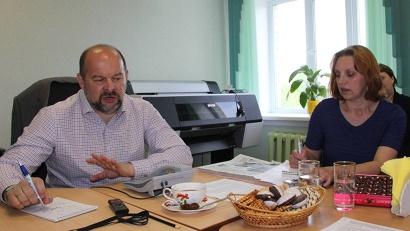 Игорь Орлов отвечает на вопросы людей в редакции «Холмогорской жизни»