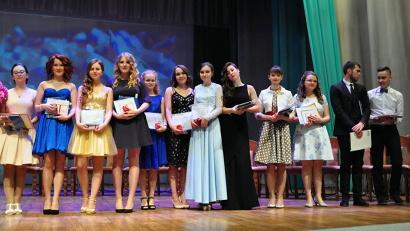 Золотой фонд Архангельского лицея: 13 выпускников 2016 года получили золотые медали, ещё двое ребят окончили обучение с серебряными наградами