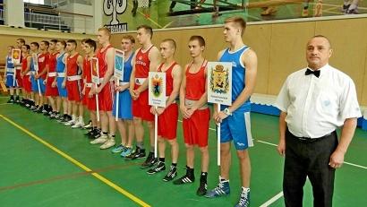 В соревнованиях участвуют около 50 сильнейших боксёров из десяти регионов Северо-Запада РФ