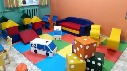 Яркая игровая зона для детей, чтобы время ожидания приема врача не было утомительным