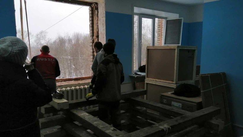 Монтаж рентгеновского аппарата осуществляется через окно, так как оборудование достаточно крупное