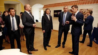 Российский вице-премьер ознакомился с выставкой  предприятия «Севералмаз», рассказывающей о месторождении имени М.В. Ломоносова