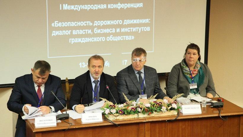 Председатель правления Гильдии автошкол России Сергей Лобарев призвал выработать предложения по улучшению системы подготовки водителей