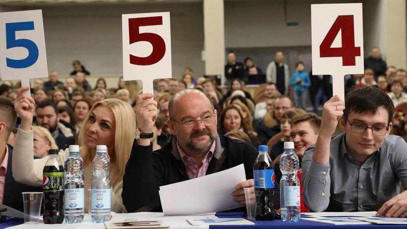 Губернатор принял участие в архангельском КВН в качестве члена жюри/Фото: П. Кононов