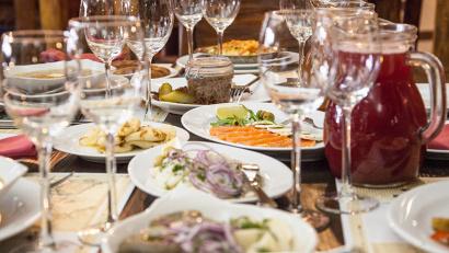 Специально  для гостей форума   разработано  три вида меню – мясное, рыбное и постное. Ресторан «Поморский»