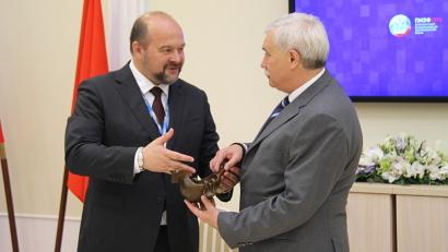 Игорь Орлов вручил Георгию Полтавченко братину - символ единства помыслов и дел
