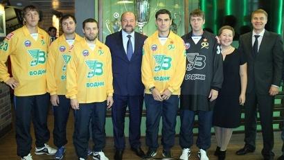 Губернатор Игорь Орлов на встрече с новичками команды перед стартом юбилейного сезона