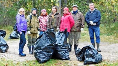 Участники акции собрали 40 мешков мусора, оставленного горожанами минувшим летом