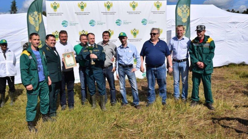 Победители «Зелёной лиги» получили специальный кубок