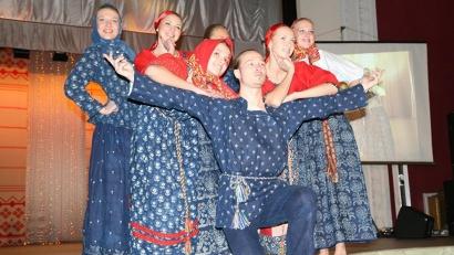 Народный костюм продолжает вдохновлять дизайнеров и модельеров