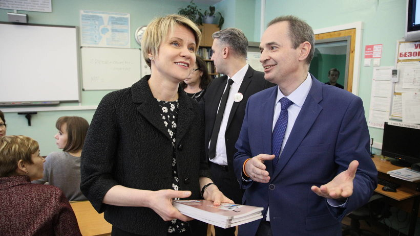 Елена Шмелева и учитель информатики гимназии №24 Денис Копосов