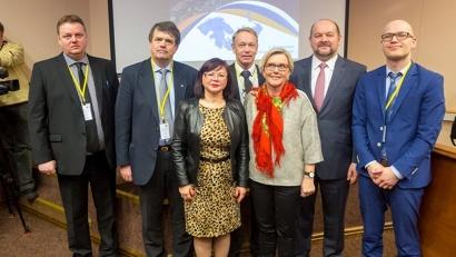 Губернатор Игорь Орлов с участниками международной конференции