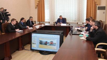 В совещании приняли участие представители правительства региона, руководство «Архавтодора» и ГИБДД