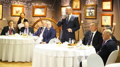 Игорь Орлов предложил обсудить тему поддержки малого и среднего бизнеса в на приарктических территориях