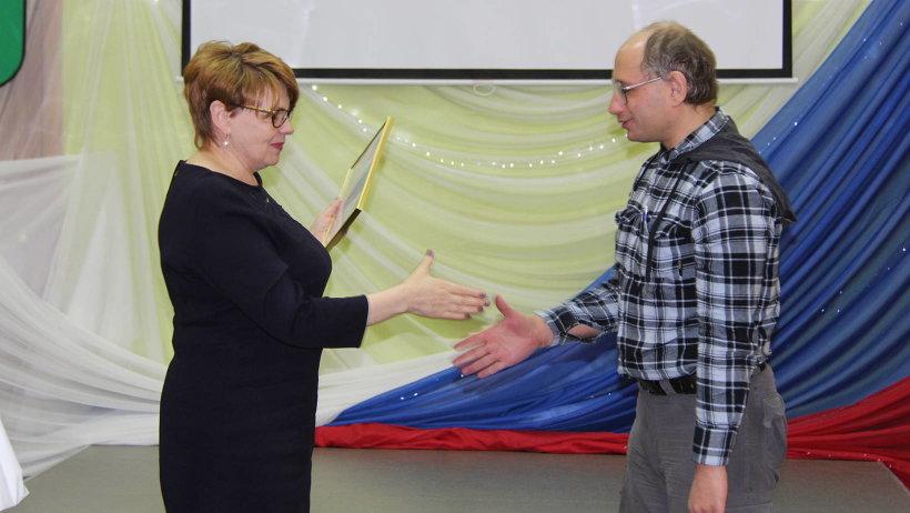 Наталья Кадашова вручила благодарности администрации губернатора и правительства области представителям местного самоуправления