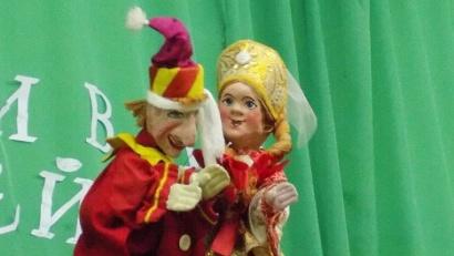 Диплом за лучшую актерскую работу получила балаганная народная драма «Как Петрушка невесту искал».