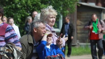 Люди с истинным северным гостеприимством принимали членов Иоанновской семьи, паломников и журналистов