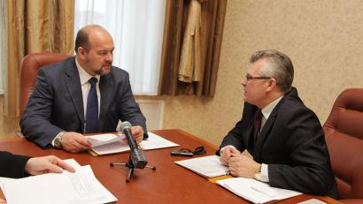 Игорь Орлов подчеркнул, что держит на особом контроле обеспечение погорельцев жильём