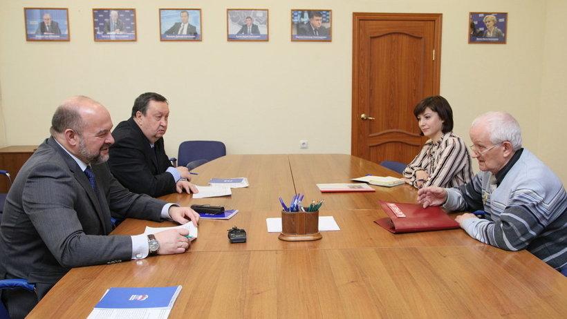 Открытие музея спорта Поморья и обустройство подъезда к деревне: губернатор провёл личный приём граждан