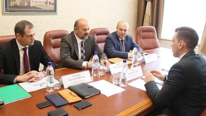 Во встрече также приняли участие зампред правительства области Виктор Иконников и и.о. министра экономического развития региона Виталий Гниденко