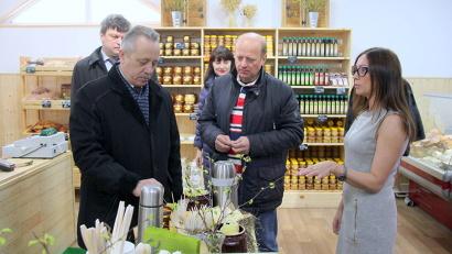 В открытии магазина принял  участие мэр Северодвинска Михаил Гмырин