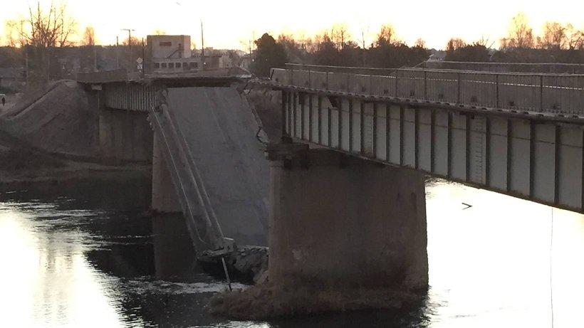 Мост длиной около 160 метров был построен в 1966 году, ремонт был проведён в 1987 году