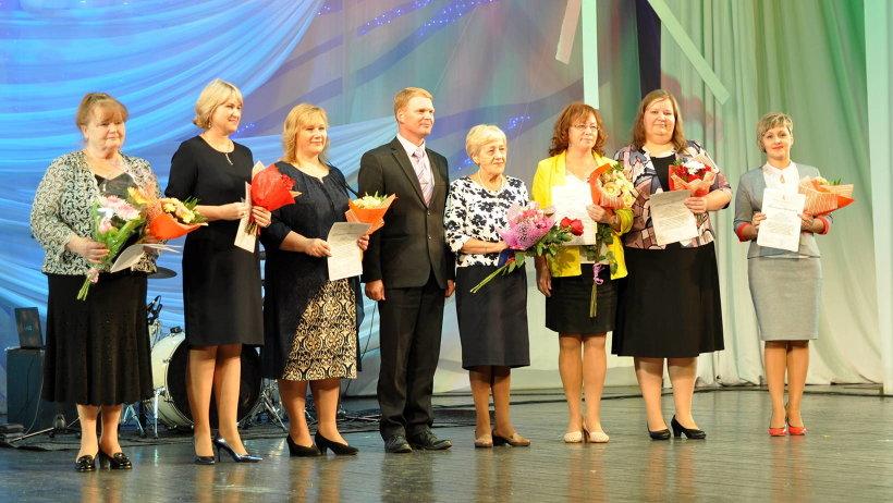 Более девяти тысяч педагогов Архангельской области принимают сегодня поздравления c профессиональным праздником