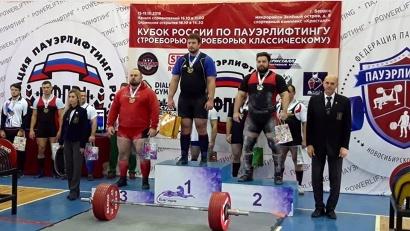 Антон Солодов (слева) на пьедестале почёта