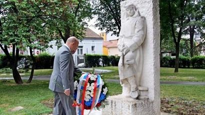Представители делегации Архангельской области  возложили цветы к мемориалу освободителям Белграда