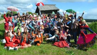Фестиваль «Веркольские первоцветы» – некоммерческий проект выходцев из деревни Веркола, а также ее постоянных жителей