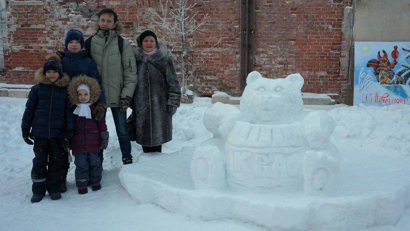 В каникулы семьи приняли участие в конкурсе снежных фигур