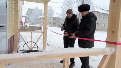 Торжественный момент - перерезание традиционной «красной» ленты.  Фото газеты «Холмогорская жизнь»