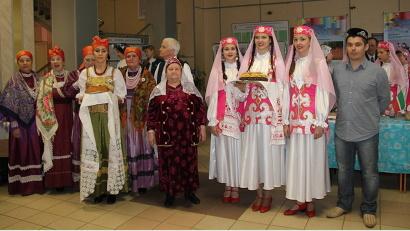 Гостей форума встречали русским хлебом-солью и татарским национальным блюдом чак-чак