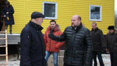 Игорь Орлов - министру промышленности и строительства Андрею Шестакову: «Люди такой замечательной профессии, приехавшие работать в сельскую местность, имеют право на более комфортные условия проживания»