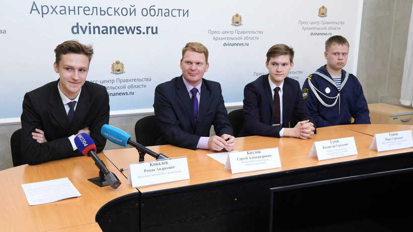 На данный момент 63 выпускника школ Архангельской области сдали ЕГЭ на 100 баллов