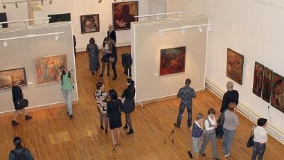 В экспозицию вошли около 70 уникальных произведений живописи из собрания музейного объединения
