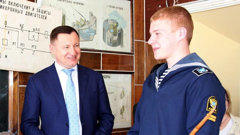Замруководителя Росрыболовства посетил аудитории и общежитие, пообщался с курсантами