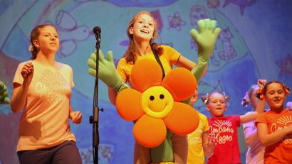 В фестивале приняли участие более 70 юных вокалистов от 3 до 10 лет.