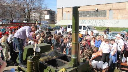 Попробовать солдатской каши пришли сотни северян