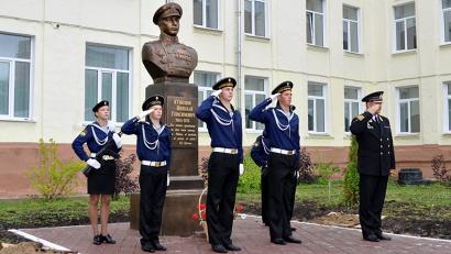 21 октября 2014 года по инициативе главы региона Игоря Орлова Архангельскому морскому кадетскому корпусу было присвоено почётное имя Николая Кузнецова