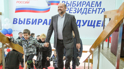 Игорь Орлов пришёл голосовать со своей семьёй