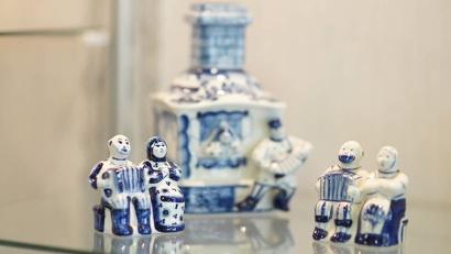 Среди более ста миниатюрных гармонистов есть и раритетные авторские работы, и изделия различных художественных промыслов, и яркие самобытные сувениры
