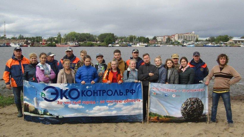 Субботник проводился в рамках Года добровольца и в поддержку всероссийского экологического субботника «Зелёная Россия»
