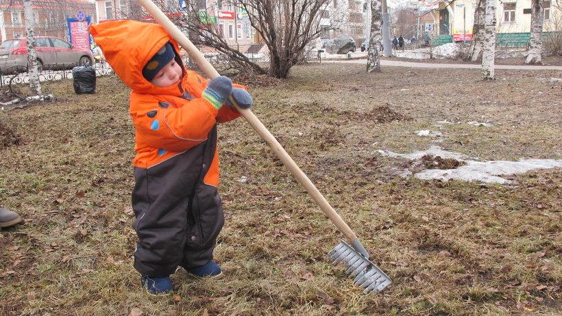Многие северяне вышли на уборку с детьми