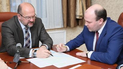 В ходе встречи Игорь Орлов и Иван Гришин обсудили итоги ремонта улично-дорожной сети в 2017 году и наметили планы на будущее