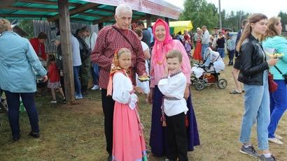 День семьи, любви и верности отметили в Засурье всей деревней