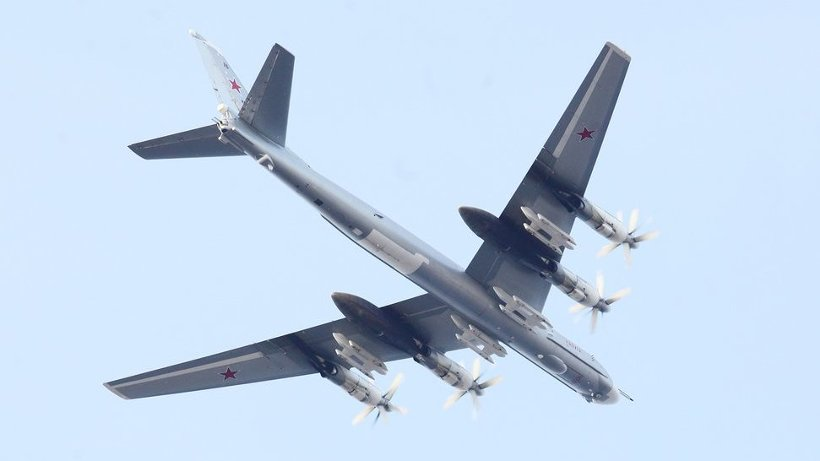 Жители города и гости праздника увидели пролёт самолётов дальней авиации: бомбардировщиков Ту-95 и Ту-22М