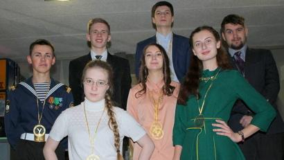 «Великолепная семёрка» самых умных школьников Поморья после съёмок четвертьфинала телевикторины