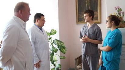 Сергей Красильников и Антон Карпунов напутствуют будущих врачей